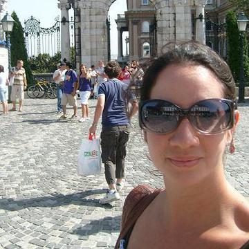 Raquel Alvarado's avatar