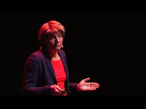 Diseñar escuelas de donde los niños no quieran irse | Rosan Bosch | TEDxZaragoza thumbnail