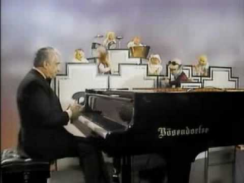 Victor Borge & The Muppets Orchestra - Tchaikovsky's 1st Piano Concerto thumbnail