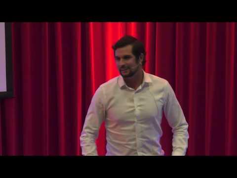 Hacerte amigo del fracaso para alcanzar tus sueños | Daniel Bonifaz | TEDxUPC thumbnail
