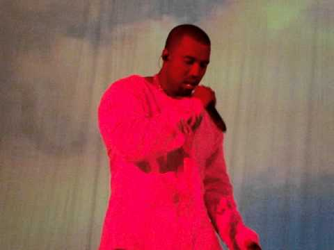 Kanye West screaming & throwing his mic at the end of his London show at Hammersmith Apollo thumbnail