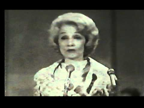 "Marlene Dietrich UNICEF GALA 1962 "" sag mir wo die Blumen sind "" thumbnail"