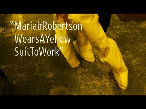 "Mariah Robertson Wears a Yellow Suit to Work | ""New York Close Up"" 