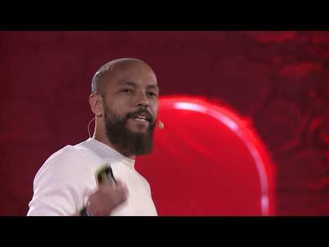 O universo fake que alimenta as fake news | Alexandre Botão | TEDxPorto thumbnail