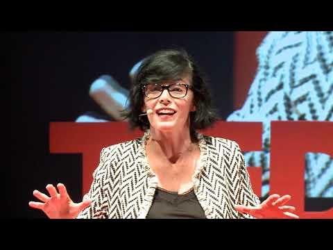 Conocimiento, aulas y profesores de puertas abiertas | Ana Hernández | TEDxValladolid thumbnail